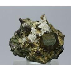 Пирит, эпидот, кальцит, м-ние Куржункуль, Сев. Казахстан