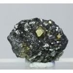 Пирит, магнетит, клинохлор, м-ние Куржункуль, Сев. Казахстан, 30х20х10 мм.