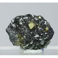 Пирит, магнетит, клинохлор, м-ние Куржункуль, Сев. Казахстан