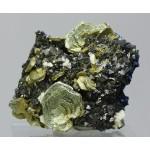 Клинохлор, магнетит, м-ние Куржункуль, Сев. Казахстан, 35х35х30 мм.