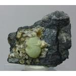 Пренит, гейландит, кварц, м-ние Куржункуль, Сев. Казахстан, 40х35х20 мм.
