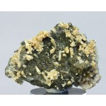Стильбит, кальцит, пирит, м-ние Соколовское, Сев. Казахстан, 76х55х30 мм.